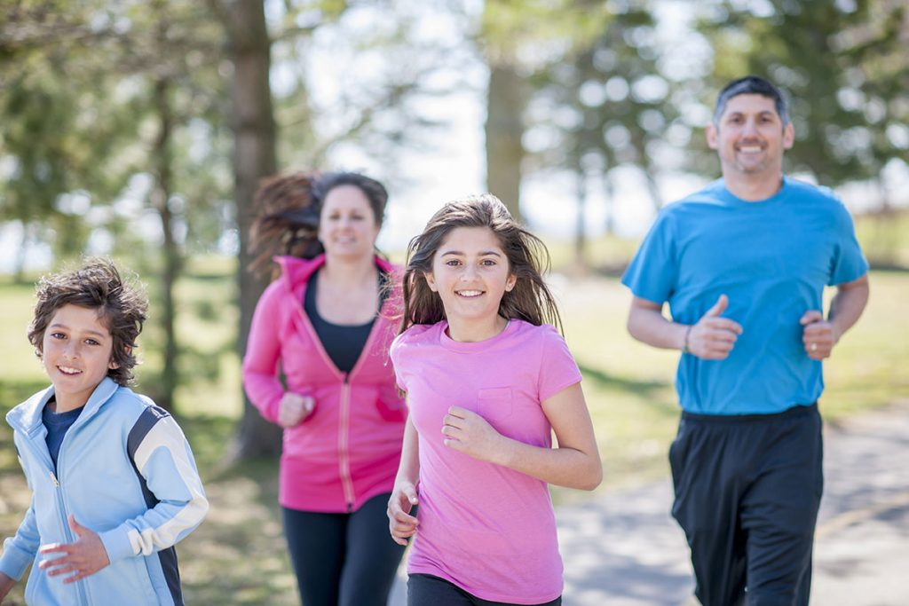 Family-Exercising-parents-talks