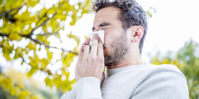 Getty-images-Allergies-man