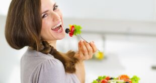Natural-Foods-green-salad-woman-eating