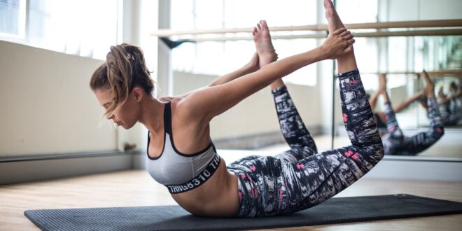 Workout-girl-fitness-yoga-stretching-floor