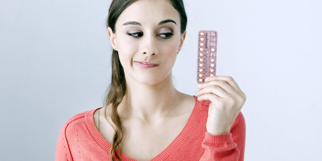 woman-with-oral-contraceptive-pills