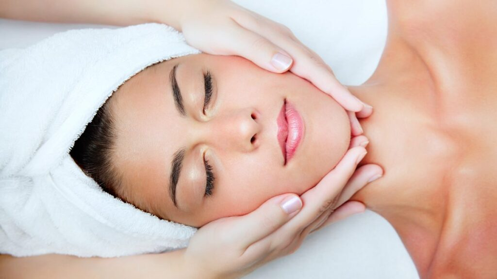 facial-treatment-with-hyaluronic-acid